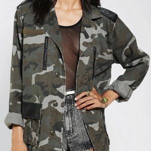 BDG Urban Outfitters Camo Jacket Size Small